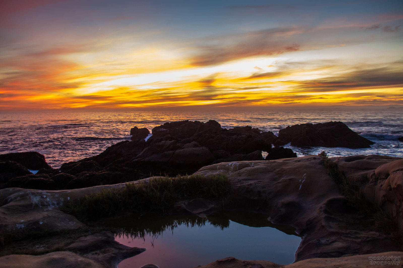 Venus, Moon, sunset, reflection... -- cliff, moon, ocean, pond, reflection, rock, sunset, venus, water